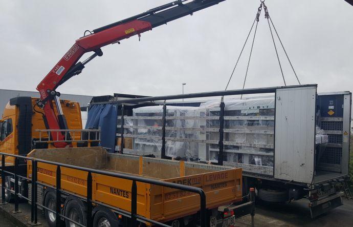 La nouvelle machine a été  livrée et déchargée le 16 mars juste avant le confinement.